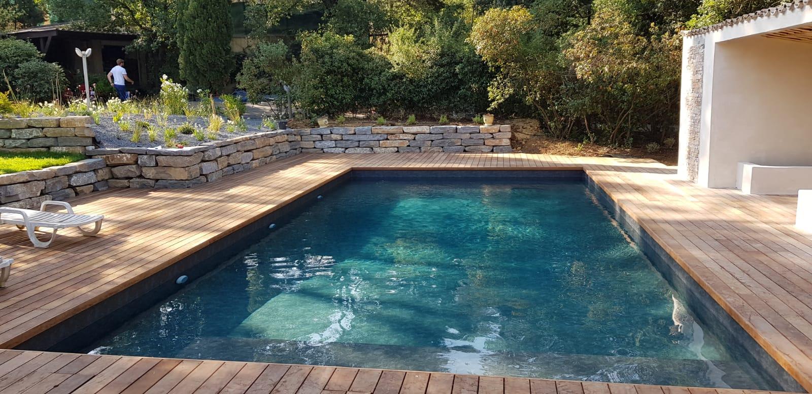 piscine rénovée avec terrase bois